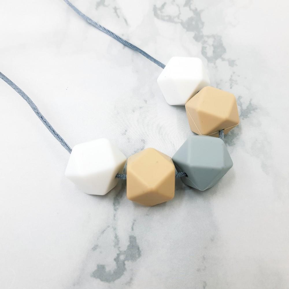 Nursing necklace - Cream dream